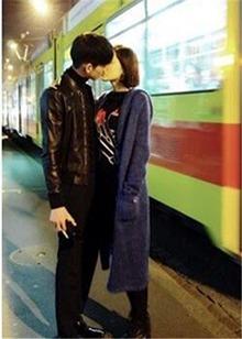 喂食拥抱深吻!张翰探班<B>古力</B><B>娜扎</B> 明明是秀恩爱的节奏!